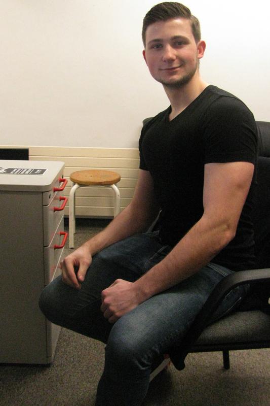 Justin aka Access hat nicht nur seinen Bizeps, sondern auch seine Fahigkeiten am Mikro trainiert.